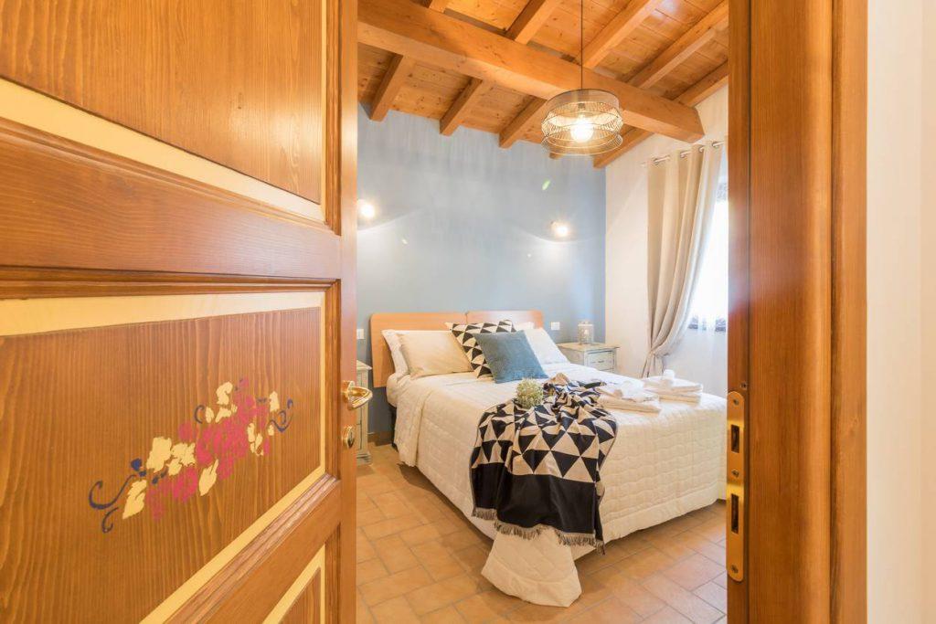 Hotel camera valle castellana camera blu chalet numero 7 for Numero deputati alla camera